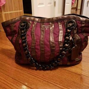 Authentic prada Bag.MaKe mE a offer